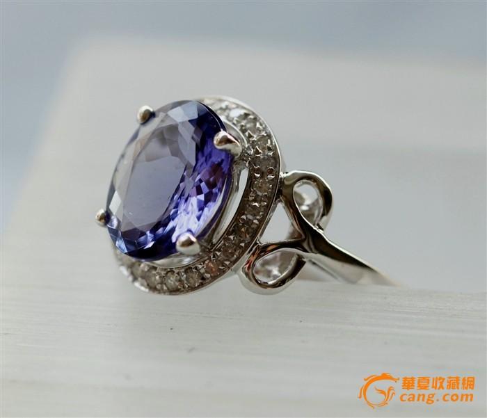 宝石尺寸:14.5*5.5mm 南非真钻:32粒 戒指内圈:16.5mm 戒指重:3.58克 天然蓝色托帕石戒指,坦桑石是一种世界公认的新兴宝石,颜色清澈温馨,完美的切割使宝石的每个刻面都产生反射以达到最好的火彩。18k白金镶钻,时尚迷人! 色差: 图片跟实物基本一致,但由于相机镜头与电脑显示器的差异,可能存在色差,请多作对比! 尺寸: 尺寸为游标卡尺手工测量,分别取最大值,可能有轻微误差,务必看好尺寸是否合适!建议将标的尺寸,用笔画在纸上看看,看是否合适! 快递: 默认顺丰快递,顺丰不到的请提前站内信联