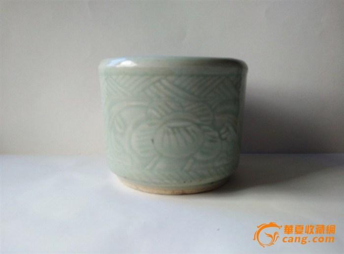 清中期豆青缠枝莲纹香炉