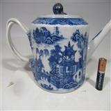 精品乾隆青花山水楼阁纹茶壶