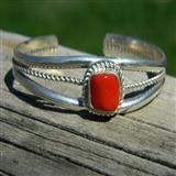 印第安河回流* 漂亮的AK红珊瑚纯银手镯。